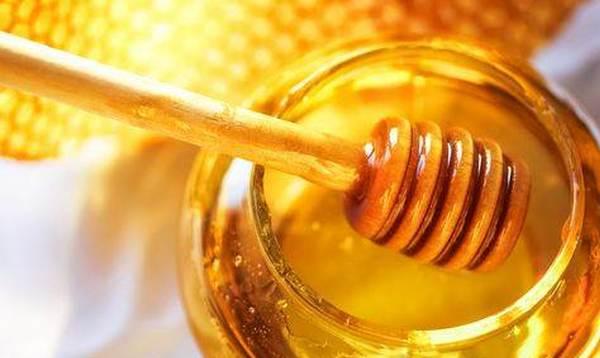 蜂蜜乱敷面膜或毁肤 三类人不宜服用蜂蜜